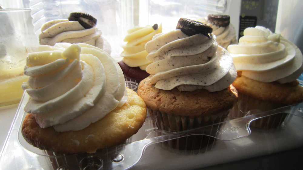 Curbside Cupcake assortment